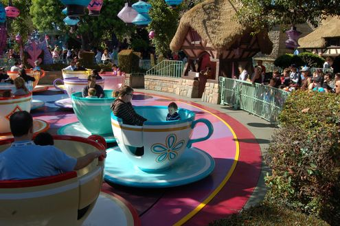 Harper and Dada on the teacups.